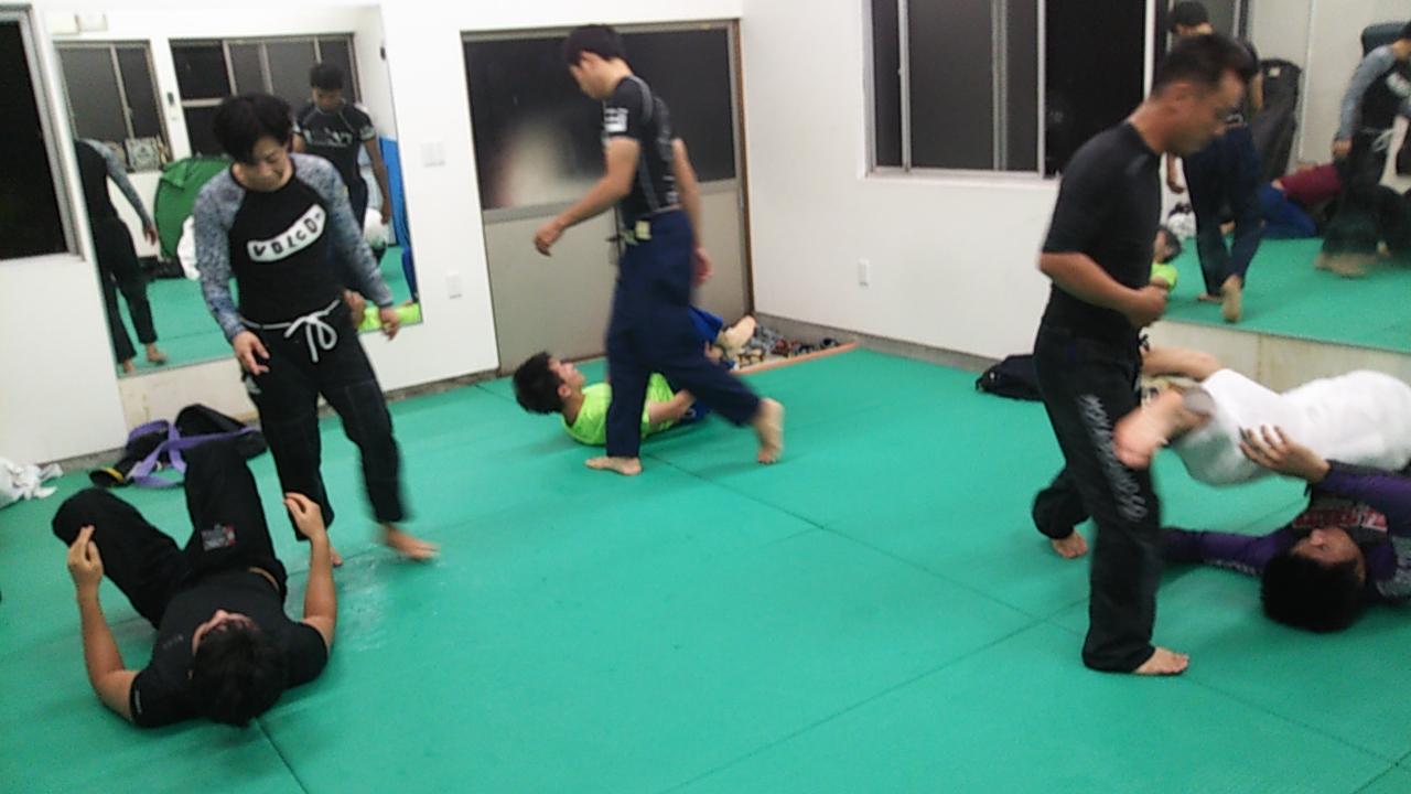 柔術基礎練習。足を使っての防御