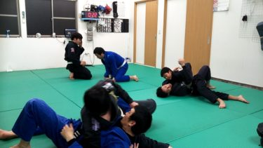 柔術技練習。サイドポジション。